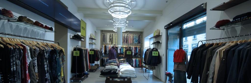 hot sale online 70969 31a05 Second Hand Reuse | Abbigliamento usato, valore nuovo